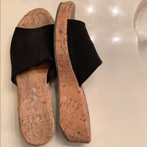 DKNY comfy shoes size 9